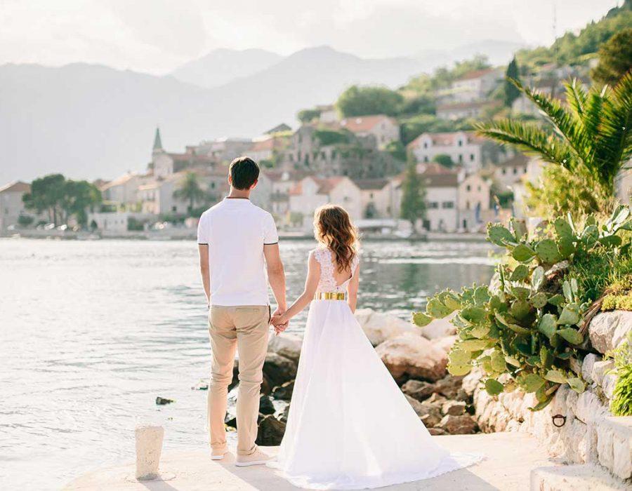 honeymoon-couple-travel-europe-small