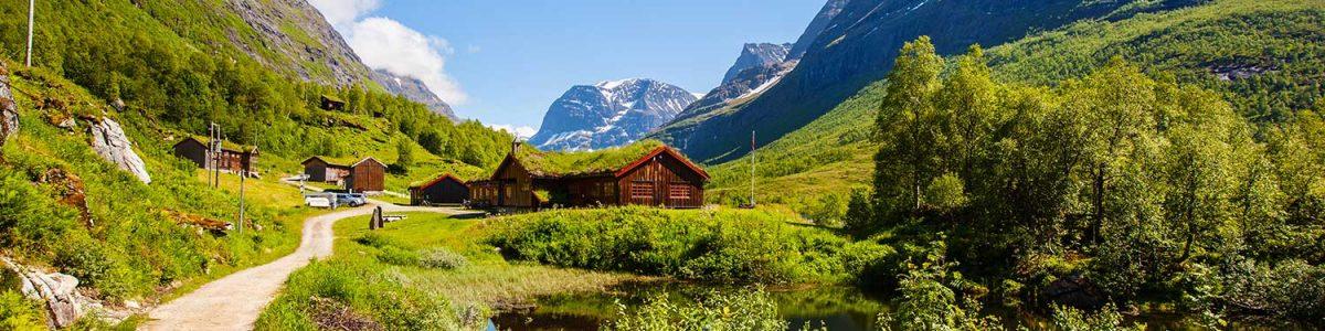 innerdalen-valley-beautiful-hiking-destination-nor-small